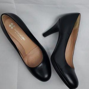 Naturalizer 3 inch black heels EUC
